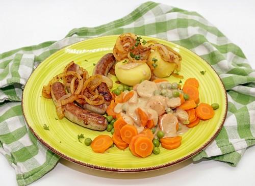 bratwurst-roestzwiebeln-rahmgemuese-salzkartoffeln